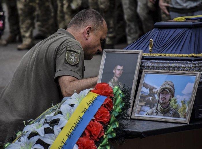 Бійці 24 ОМБр ім. короля Данила прощаються з Героєм України Тарасом Матвіївим, 13 липня 2020 р