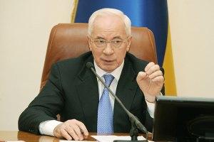 Азаров не будет вводить полный запрет на фуры в Киеве