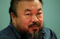 Поліція Китаю погрожує знаменитому дисиденту