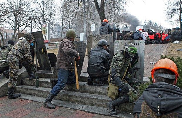 Майданівці на Інститутській, 20 лютого 2014.