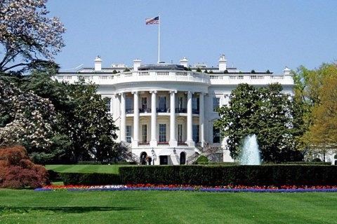 В Белом доме назвали чушью приостановление военной помощи Украине