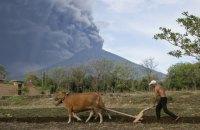 На Бали произошло два извержения вулкана за неделю