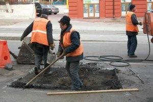 У Азарова написали программу развития автодорог