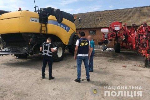 МВС заявило про викриття банди рейдерів, на рахунку якої захоплення трьох ферм