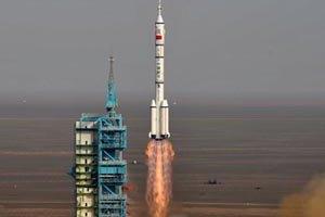 Китайський космічний корабель успішно пристикувався до орбітального модуля