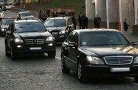 Неизвестные угнали 14 автомобилей Госуправления делами