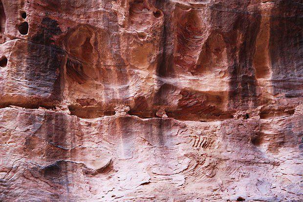 Горизонтальное углубление в скале - это водопровод