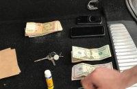 Инспектора таможенного поста на Волыни поймали на взятке в $220 и 1300 грн