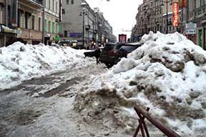 В центре Санкт-Петербурга до сих пор лежит прошлогодний снег