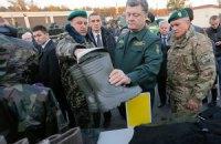 Президент передав військовим близько 100 одиниць техніки та озброєння