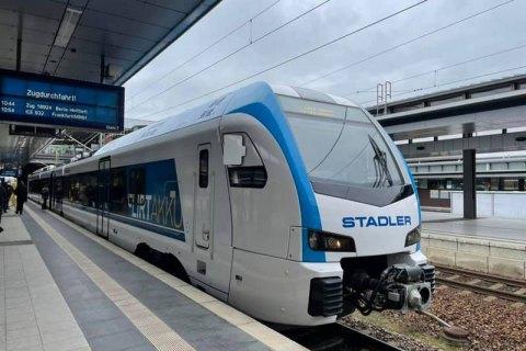 УЗ подписала меморандум со Stadler о производстве швейцарских поездов в Украине