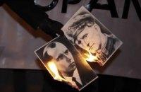 Польские националисты сожгли портреты Бандеры и Шухевича у украинского посольства в Варшаве