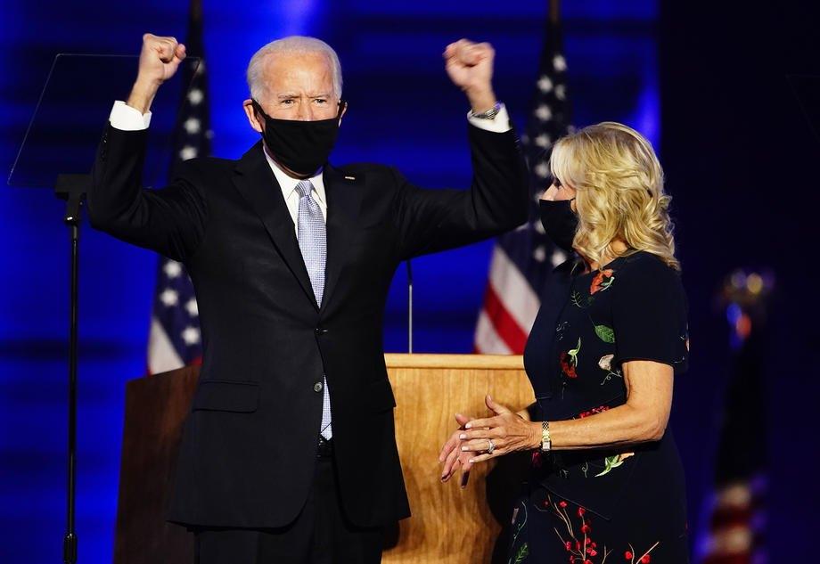 Байден выступает с речью после того, как был объявлен победителем на президентских выборах 2020 года в Уилмингтоне, штат Делавэр, США, 7 ноября 2020 года
