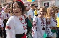 """В Киеве прошел """"мегамарш вышиванок"""""""