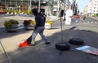 """Полиция Риги задержала мужчину, разрушившего выставку """"Люди Майдана"""""""