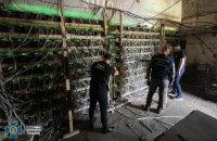 """У Дніпропетровській області виявили підключену до трансформаторної підстанції майнінгову """"ферму"""""""