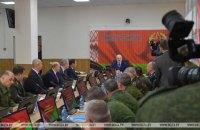 Лукашенко заявив, що нікому країну не віддасть і посередники йому не потрібні