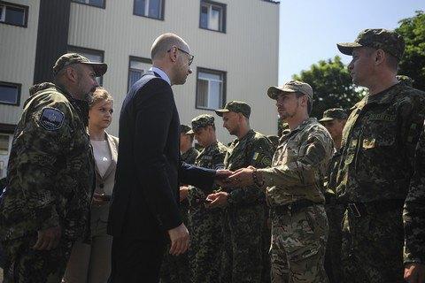 """Яценюк: """"Днепр-1"""" станет основой для украинского SWAT"""