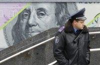Межбанковский доллар обвалился до уровня апреля