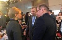 Тимошенко зустрілася в Давосі з комісаром ЄС