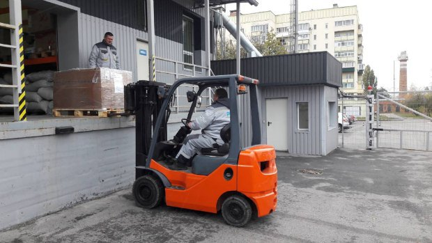 Робота працівників Polex Express з авіавантажами