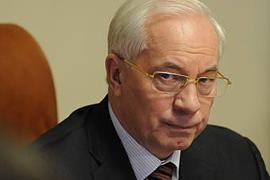Азаров запретил закрывать школы по желанию