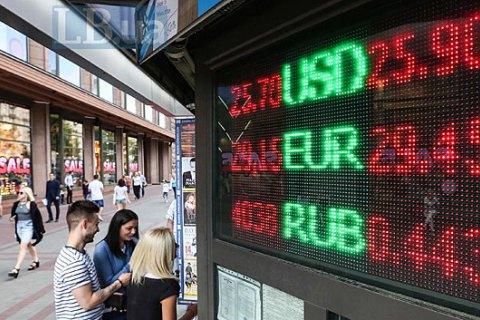 Украинцы в мае продали рекордный объем валюты