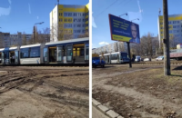 В Киеве на Борщаговке второй день подряд сошел с рельс скоростной трамвай