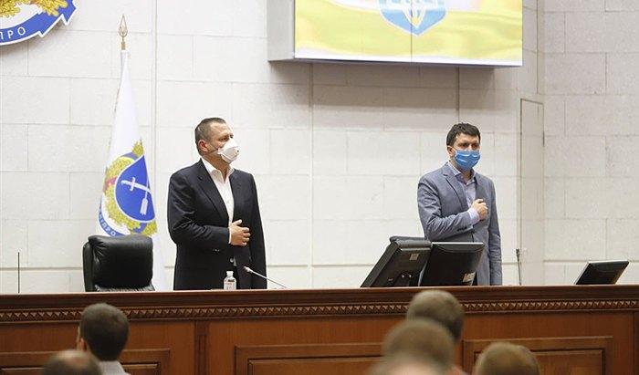 Борис Філатов вітає Олександра Санжару після його обрання на посаду секретаря Дніпровської міської ради, 16 грудня