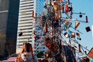 В Берлине установили металлическую рождественскую елку