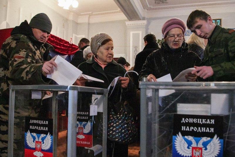 Боевики и местные во время выборов в самопровозглашенной ДНР, 2 ноября 2014