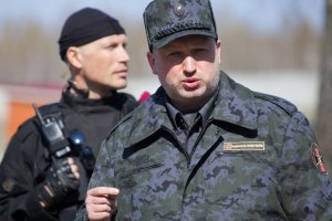 Турчинов обіцяє нагородити усіх, хто відзначився під час АТО