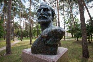 Власти Киева открыли в парке КПИ памятник черногорскому правителю Негошу