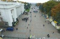 Под Верховной Радой осталось несколько десятков митингующих