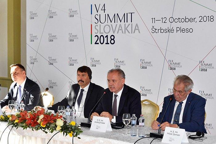 Cправа-налево: Президент Чехии Милош Земан, Словакии Андрей Киска, Венгрии Янош Адер и Польши Анджей и во время встречи глав государств Вышеградской группы в Штрбске Плесо, Словакия, 12 октября 2018.