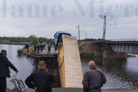 В Днепропетровской области в реку рухнул мост с проезжавшей по нему фурой (обновлено)