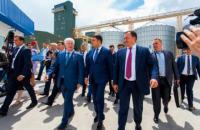 """Прем'єр Гройсман: такі підприємства, як """"Нібулон"""", творять сучасну історію і сильну Україну"""