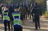 Під будинками Зеленського і Порошенка тривають акції протесту