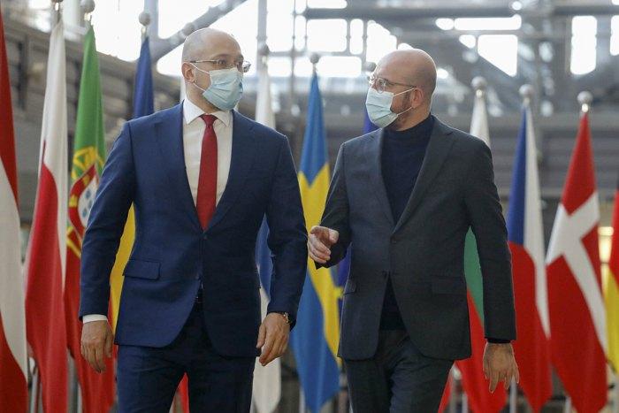 Прем'єр-міністр України Денис Шмигаль під час зустрічі з президентом Європейської ради Шарлем Мішелем