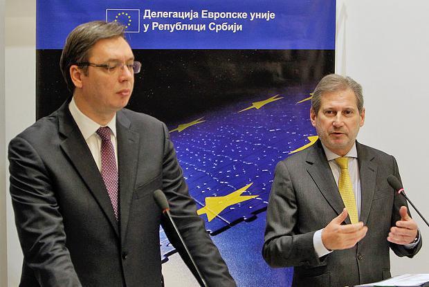 Александр Вучич и Йоханнес Хан во время встречи в Белграде.