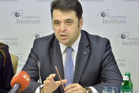 До 2019 року мінімальний оклад держслужбовця повинен становити не менш ніж два прожиткові мінімуми, - Ващенко