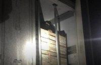 Під Львовом у холодильній камері вантажівки виявили чотирьох нелегальних мігрантів-підлітків