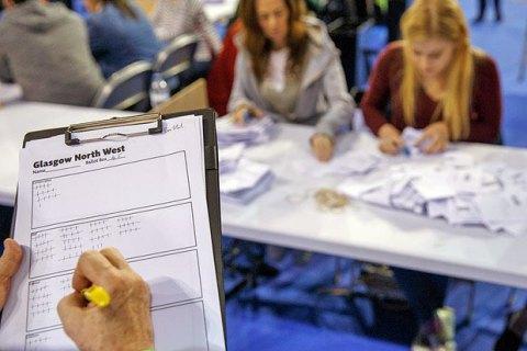 На парламентских выборах в Британии побеждают консерваторы, - эксит-поллы