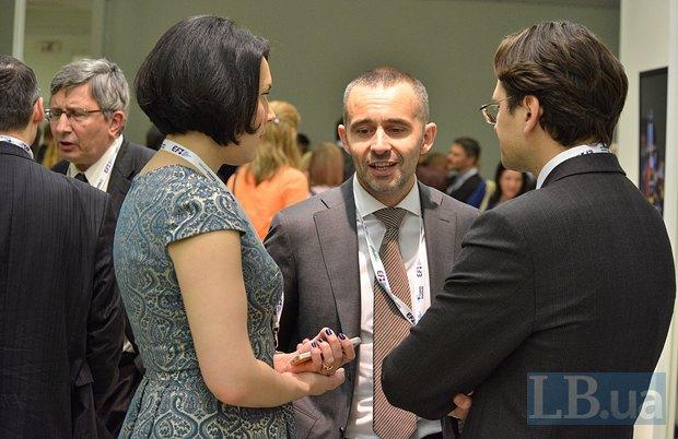 Соня Кошкина, Всеволод Кожемяко(в центре), волонтер, бизнесмен, руководитель Фонда <<Мир и порядок>> и Дмитрий Кулеба, МИД