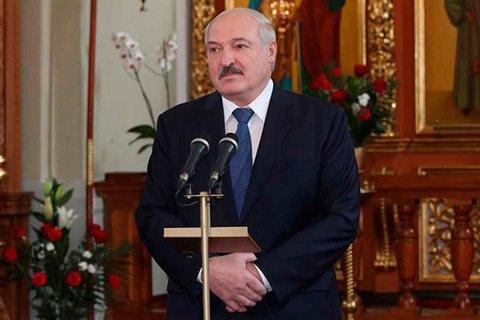 """Лукашенко: Білорусь ще місяць буде """"борсатися"""" з коронавірусом"""