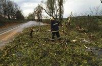 Через сильні дощі та вітер без електрики залишилися 179 населених пунктів