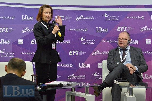 Алла Еременко, модератор панели, редактор отдела экономической безопасности еженедельника <<Зеркало Недели>>, эксперт по вопросам энергетики и Алан Райли