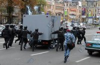 Под стадион в Киеве уже подогнали автозаки