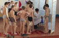 Кабмин вернул обязательные медосмотры учеников в школы