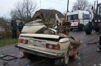 """Под Бердичевом в результате столкновения """"Запорожца"""" с грузовиком погибли двое взрослых и ребенок"""